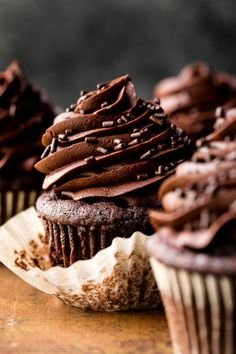 Today's chocolate cupcakes are for true chocolate fans. I'm talking about those of you who don't qualify an item as dessert unless there's chocolate involved. Köstliche Desserts, Delicious Desserts, Dessert Recipes, Yummy Food, Food Cakes, Cupcake Cakes, Chocolate Flavors, Chocolate Recipes, Making Chocolate