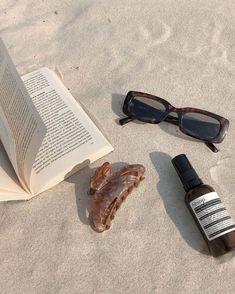 Beach Aesthetic, Summer Aesthetic, Aesthetic Photo, Aesthetic Pictures, Summer Dream, Summer Girls, Summer Time, Photo Deco, Posing Tips
