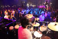 The Sound of Wedding Music - Top DJs, Live Bands, Instrumentalists, Caliente has it all | Smashing the Glass Jewish wedding blog