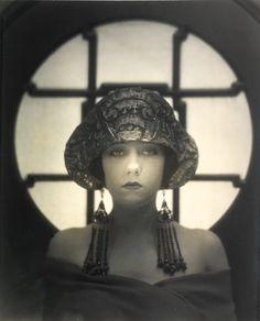 Gloria Swanson, 1922. Karl Struss. Silver print