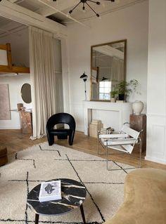 English Living Rooms, Vintage Apartment Decor, Hippie Stil, White Marble Bathrooms, Kitchens And Bedrooms, Interior Design Studio, Vintage Design, Living Room Interior, Interiores Design