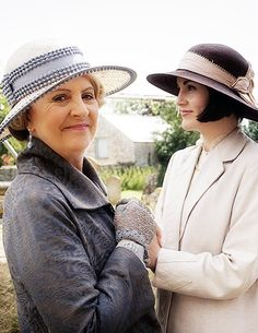 happymathilda:  Penelope Wilton and Michelle Dockery | Behind the scenes of Downton Abbey 6x08