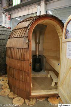 People have been enjoying the benefits of saunas for centuries. Spending just a short while relaxing in a sauna can help you destress, invigorate your skin Diy Sauna, Sauna Ideas, Sauna House, Sauna Room, Outdoor Sauna, Outdoor Baths, Saunas, Homemade Sauna, Mobile Sauna