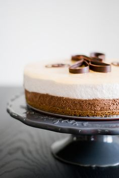 Bavarian Pear-Chocolate on Crunchy Speculoos - Lilie Bakery - Trend Cake Toppings 2019 Fondue Recipes, Cake Recipes, Dessert Recipes, Juice Recipes, Chocolate Mousse Cake, Chocolate Recipes, Chocolate Cheese, Desserts With Biscuits, Almond Joy