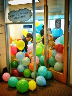 """""""Funny but harmless office prank""""  I want someone to """"prank"""" me this way. I'd have days of fun!"""