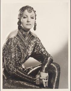 Greta Garbo dans Mata Hari (1931) http://www.vogue.fr/culture/a-voir/diaporama/greta-garbo-un-mythe-aux-encheres/10933/image/651412#greta-garbo-dans-mata-hari-1931
