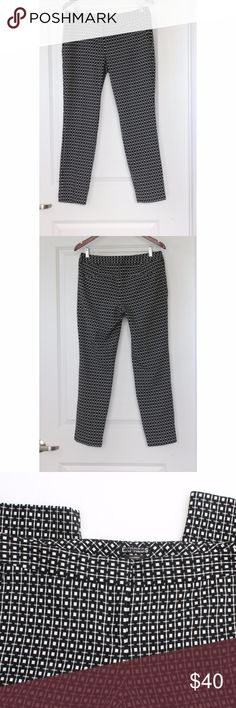"""EXPRESS Columnist Career Trousers Size 8R Black EXPRESS Columnist Career Trousers Size 8R Black White Pants Straight Leg Women's Great Condition. Gently worn. No snags, tears, or stains noted. Pics show accuracy of condition! From a pet & smoke free home  Measurements (approx):  inseam 28"""" waist 33"""" hips 37"""" Express Pants Trousers"""