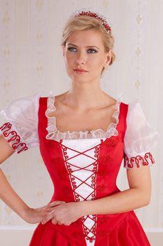 16-Rövid ujjas piros menyecske ruha, a kivágásán dekoratív fehér fodorral. Különlegesen szép piros zsinór mintával.