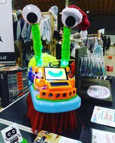 2.Tag @ Edelstoff - Markt für junges Design: X-mas Edition, es weihnachtet! #Wunderwuzzi #Roboter Birthday Cake, Desserts, Instagram, Food, Design, Robot, Christmas, Tailgate Desserts, Deserts