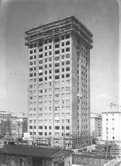 building phase of matzleinsdorfer hochhaus, by lasislaus hruska Back In Time, Austria, Skyscraper, Multi Story Building, History, 1950s, Vintage, Inspiration, Vienna