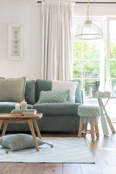 Mint Living Rooms, Living Room Green, New Living Room, Living Room Sofa, Home Room Design, Living Room Designs, Green Couch Decor, Home Interior, Interior Design