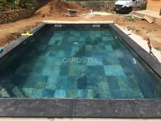 Carrelage Mystic Black en grès cérame pour piscine Caro'styl votre magasin spécialisé dans la piscine près de Marseille 13 Bouches du Rhône, vous propose ce carrelage pierre 15x15 mystic black qui do [...] Mini Piscina, Pools For Small Yards, Glass Pool Tile, Tiny House Luxury, Small Pool Design, Pool Fountain, Spa Water, Luxury Pools, Dream Pools