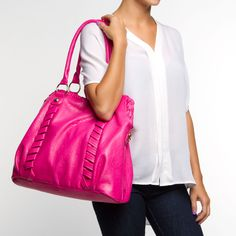 OMG LOVE!!! I have a thing for huge purses. A huge PINK purse takes the cake! Adorable.