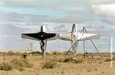 Australia/Australien Outback - Flugzeuge als Kunstobjekt.  Foto: Ingo Paszkowsky  www.weltreisender.net