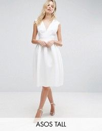 Browse online for the newest ASOS TALL Scuba Deep Plunge Prom Midi Dress styles. Shop easier with ASOS' multiple payments and return options (Ts&Cs apply). Asos, Plus Size Tights, Tall Dresses, Women's Dresses, Dresses Online, Party Mode, Bridesmaid Outfit, Robes Midi, Fashion Clothes Online