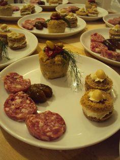 #antipasti invernali : #salamedelladuja e fichi caramellati #bacididama #flandifagioli con pomodorino caramellato