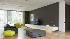 massief houten vloer, lage maatbekasting wit, genuanceerde kleuraspecten via decoratie in samenspel met aardetinten van muur, mooi geïntegreerd ventilatiesysteem in plafonds