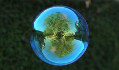 Richard Heeks é um obcecado por reflexos. Certo dia percebeu como o reflexo da…