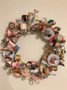 For those of use who have vintage sewing items this is a wonderful way to display them on a decorative wreath to hang in your studio or sewing room Vintage Sewing Notions, Vintage Sewing Machines, Vintage Sewing Patterns, Spool Crafts, Sewing Crafts, Diy Crafts, Sewing Room Decor, Sewing Rooms, Couronne Diy