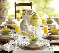 décoration de Pâques avec des poussins et oeufs
