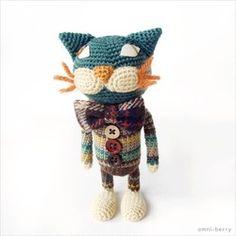 *こちらの作品はオーダーを頂いてから制作しますので、お届けまでに2週間〜1か月程度かかります。お急ぎの場合はご相談ください。ボーダーの耳がかわいい犬のアミグルミです。レトロな色遣いで仕上げました。細かい編み目でパーツを編み、綿を硬く詰めた作品です。繊細な質感と色使い、動物たちの豊かな表情をお楽しみください。*手足にワイヤーが入っていますので、自由にポーズが付けられます。ただし、同じ箇所を何度も動かすと中でワイヤーが切れてしまう恐れがございますので、このままそっと飾っていただくことをおすすめいたします。くれぐれもお取り扱いは丁寧にお願いいたします。サイズ:13cm(全長)素材:毛糸(ウールなど)、綿、布、木製ボタン、フェイクスエード*材料はできるだけ同じものを使用しますが、どうしても揃わない場合は、ご相談の上 よく似た材料をご用意いたします。サイズはだいたいの目安です。