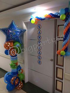Bienvenido Santiago!!! Realizado por Big Party Balloon Arrangements, Topiaries, Baby Ideas, Pedestal, Balloons, Party, Kids, Globe Decor, Santiago