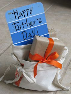 "Father's Day - Home Depot apron and paint chip card to ""wrap"" for a great looking presentation :) Cool Fathers Day Gifts, Diy Father's Day Gifts, Father's Day Diy, 30 Gifts, Craft Gifts, Cute Gifts, Happy Fathers Day Brother, Happy Daddy, Kids Gifts"
