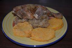 Zvířátkový den - pečené kuře se zelím a zeleninovými knedlíky.Knedlíky se dělají takto - větší čtvrtku celeru, 3 menší mrkve najemno nastrouháme, přidáme 3 žloutky a sníh ze 3 bílků, směs jemně dosolíme a dáme do trochou oleje vymazaného hrníčku (do 2/3) a dáme na 8-10 minut do mikrovlnky. Knedlíky nejdřív nabudou a pak splasknou. Delena, Pork, Diet, Fitness, Kale Stir Fry, Pork Chops, Banting, Diets, Per Diem