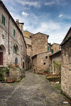Sorano in provincia di Grosseto Italy Pictures, Cool Pictures, St Moritz, Italy Holidays, Tuscany Italy, Florence Tuscany, Visit Italy, Siena, Italy Travel