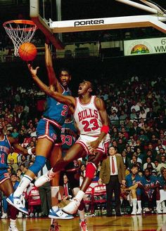 Bill Cartwright (New York Knicks) and Michael Jordan