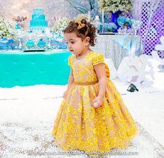 Minha boneca Valentina veste Cecília Cavalcante!!! Foto por @laranjacravofotografia   Vestidos personalizados e sob medida!!Enviamos para todo Brasil e mundo!!! Contato pelo tel ou whatsapp (84)98703-8006