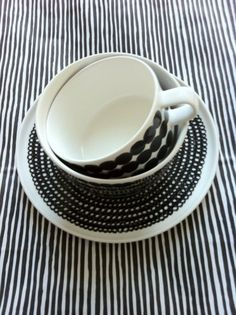 Like the black & white stripes ! Kitchenware, Tableware, Cooking Supplies, Marimekko, Home Decor Furniture, Household Items, Textures Patterns, Decoration, Decorative Accessories