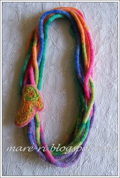 * Care * ka-sa: necklace made of wool .....French Knitting for strands of necklace, needle felting wool yarn in a mold or cookie cutter for the high heel shoe, beautiful, would be pretty with Koigu Sock Yarn for strands (would not felt)
