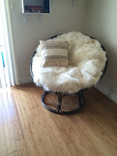 Arrangement Of Home Furnishing With Papasan Cushion: Arts And Crafts Entry Door With Papasan Cushion
