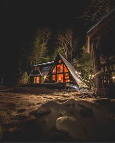 What do you think about this one? ❤️  Location: Upstate New York, Oneonta Photo by @dirtandglass / / / / / / / / / / / / Cabins in the woods, Cabins in the mountains, Cabins interiors, Cabin ideas, Cabins and cottages, Rustic Chalet, Rustic home, Log cabin home, Log cabin decor, Tiny houses, Tiny homes, Tiny living, Adventure, Hipster men, Hipster women, Outdoor lifestyle