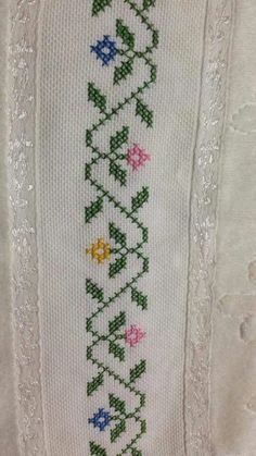 This Pin was discovered by Sud Cross Stitch Sea, Cross Stitch Beginner, Cross Stitch Borders, Cross Stitch Flowers, Cross Stitch Designs, Cross Stitching, Cross Stitch Embroidery, Cross Stitch Patterns, Hand Embroidery Design Patterns