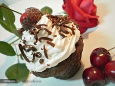 Reteta culinara Briose `Padurea Neagra` din Carte de bucate, Dulciuri. Specific Romania. Cum sa faci Briose `Padurea Neagra`