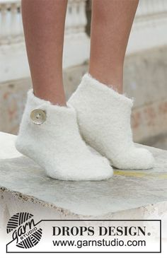 Free knitting patterns and crochet patterns by DROPS Design Cotton Crochet Patterns, Hand Embroidery Patterns Flowers, Crochet Cowl Free Pattern, Crochet Shoes Pattern, Shoe Pattern, Knitting Patterns Free, Free Knitting, Drops Design, Crochet Skirt Outfit