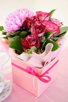 Brighten up a friend's day with flowers.... An act of kindness goes a long way..... Aline♥