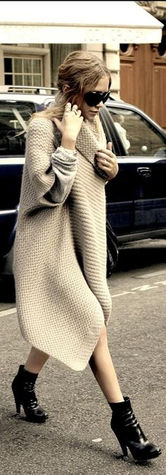 MK Olsen in an oversized sweater // im in freaking love with this