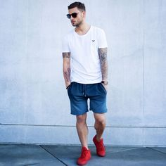 Distorted People Streetstyle : White Crew Neck T-shirt, Black/Grey Sweat Short, Red Son of Blades Premium Sneaker