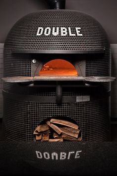 Hand crafted Stephano Ferrara oven at Double Zero in Sandy Springs, Ga. Restaurant Counter, Italy Restaurant, Pizza Restaurant, Restaurant Concept, Oven Diy, Diy Pizza Oven, Pizza Ovens, Pizzeria Design, Restaurant Design