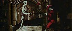 http://mundodecinema.com/castelo-assombrado/ - Por muito estranho que isto possa parecer para os amantes do cinema de terror, a verdade é que o filme pioneiro do género Terror tem muito pouco de assustador. Se a nossa avaliação for baseada apenas no nome, até podíamos acreditar que o conteúdo seria suficiente para causar arrepios: The Haunted Castle (O Castelo Assombrado), embora o seu nome original Le Manoir du diable (A mansão do diabo) também inspire um cenário sombrio.