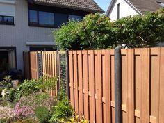 NuBuiten Project // Hout-beton schutting met hardhouten schermen te Tiel. Fence Gate, Fences, Outdoor Structures, Patio, Garden, Diy, Picket Fences, Terrace, Bricolage