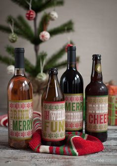Printable Christmas bottle labels part one                                                    http://www.elli.com/blog/printable-christmas-bottle-labels-part-one/