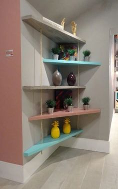 Interior Design Color Schemes, Interior Design Pictures, Interior Design Books, Room Interior, Diy Deco Rangement, Floating Corner Shelves, Floating Wall, Diy Regal, Diy Casa