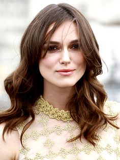 IF YOU HAVE Fine, Flat Hair - The easiest way to give limp strands some oomph is to draw a deep side part to lift the roots, like Keira Knightley's here. Start the part above the center of your iris and continue it diagonally back toward your crown. Haircuts For Long Hair, Long Hair Cuts, Parting Hair, Makeup For Brown Eyes, Great Hair, Hair Dos, Textured Hair, Hair Hacks, Hair Inspiration
