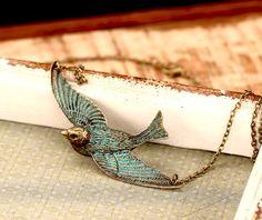 Vintage Kette in bronze mit fliegender Schwalbe / bronze necklace with a flying swollow by Viviannaschmuck via DaWanda.com