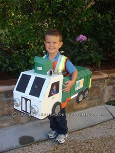 Great DIY Costume Idea for a Family: Recycle Bins and Garbage Truck Family!...