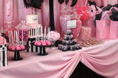 pink and black Candy bar theme for bridal shower. Barbie Birthday Party, Birthday Parties, Vintage Barbie Party, Bar A Bonbon, Barbie Theme, My Bridal Shower, Wedding Candy, Wedding Pins, Candy Bouquet